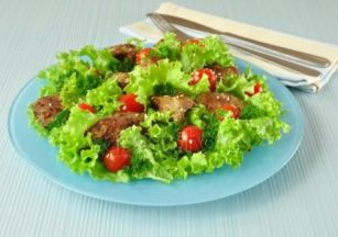 depositphotos_7163351-stock-photo-green-salad-with-chicken-liver
